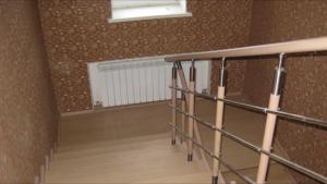 Лестничные ограждения из нержавеющей стали с комбинацией дерева